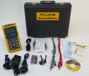 Fluke 124 Industrial Scopemeter 40 Mhz W Case And Leads