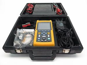 Fluke 123 Industrial Scopemeter 20 Mhz W Case And Leads