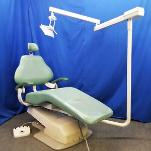 Dentalez E 3000 Dental Patient Chair With Knight Post Mount Light
