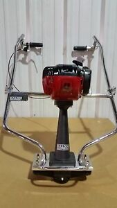 New Bulldog Concrete Power Vibrating Screed 4 Stroke Gas Engine Cement