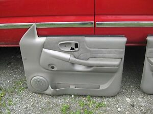 98 04 Chevrolet Chevy S 10 Gmc Sonoma Passenger Side Door Panel Manual Cloth