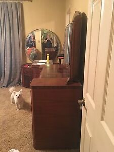 Vintage Art Deco Dresser With Mirror