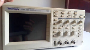 Tektronix Tds210 Digital Real time Oscilloscope 60 Mhz 2 Channels 1 Gs s