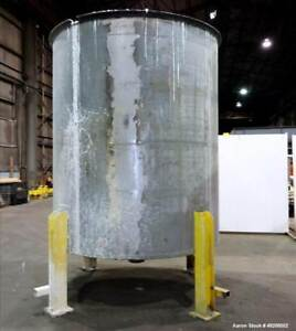 Used Tank Approximate 2 900 Gallon 304 Stainless Steel Vertical Approximate