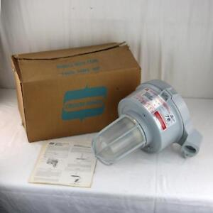 Crouse hinds Explosion Proof Light Fixture Model M10 Industrial Nos Vmvs070 mt