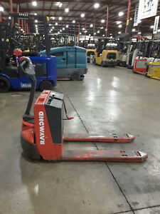 Raymond 102t f45l 4500lb Electric Pallet Jack W charger