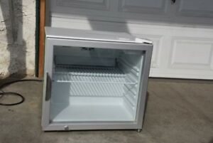 lot Of 2 Maxx Cold Mxm1 2r Reach In Cooler Countertop Refrigerator