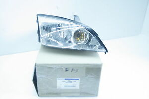 New Oem Headlight For 2004 2007 Ford Focus Passenger Side W Bulbs Free Shipping