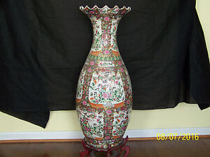 Chinese Qing Dy Rose Medallion Temple Hand Painted Vase Reign Mark