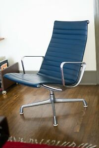 Authentic Original Herman Miller Eames Aluminum Group Lounge Chair
