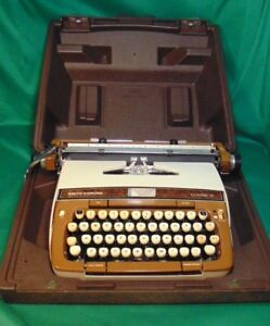 Vintage Working Woodgrain Smith corona Classic 12 Manual Typewriter With Case