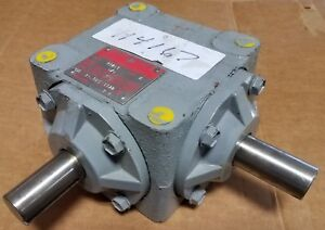 Boston Gear Box Model R121 Type A 1 1 Gear Ratio 1 Diameter Shafts