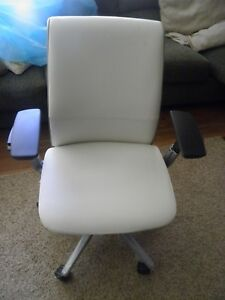 Steelcase Think Chair Ivory Leather 4 way Adjustable Arms Lumbar Support