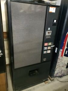 Soda Machine Drink Machine Takes Bill coins cans 16oz Bottles warranty support