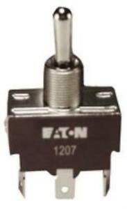 4x New Brand No 06p9781 Eaton Xtd2d1a Switch Toggle Spdt 20a 277v