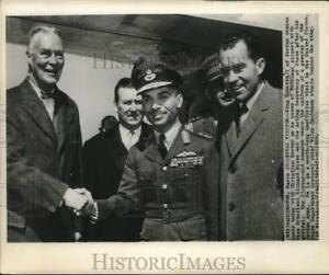 1959 Press Photo King Hussein poses with Herter and Nixon at National Airport