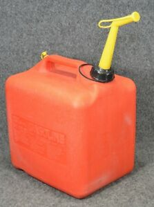 Vintage Sears 5 25 Gallon Vented Plastic Gas Can With Spout Model Pc 033