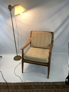 Mid Century Modern Peter Hvidt Style Lounge Chair