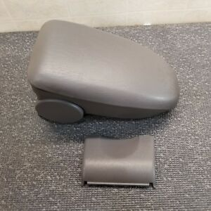 00 07 05 Ford Focus Center Console Armrest Arm Rest 02 03 04 05 06 Gray