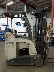 Crown Rc5545 40 Stand Up Electric Forklift