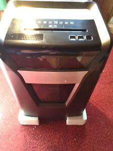 Staples Professional Series 16 Sheet Micro Cut Shredder Spl bmc16za