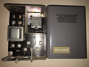 Honeywell R845a 1006 120 Volt Relay Dpst Or Spst Switching Relay
