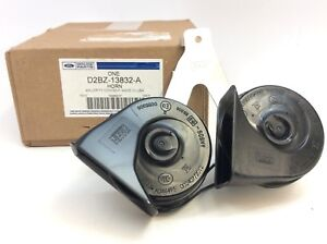 2014 2017 Ford Fiesta Dual High Low Note Electric Horn With Bracket New Oem