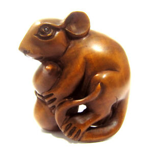 Hand Carved Boxwood Netsuke 2 Inch Mouse Holding Gourd Diy Necklace Stand Gadge