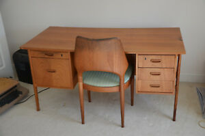1950 S Mid Century Modern Danish Teak Floating Base Executive Desk