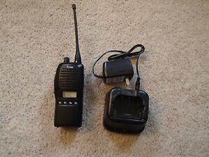 Icom Ic f4gs 2 Uhf 440 470 Portable Radio With Charger And Antenna 40 Channels
