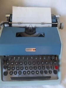 Olivetti Underwood 21 Manual Portable Typewriter W Case Made In Italy