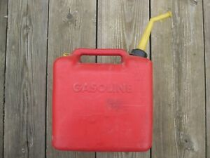 Chilton P500 Gas Can 5 Gallon Vented Solid Spout Usa