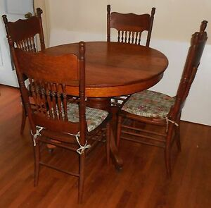 Antique 42 Round Oak Table And 4 Chairs