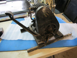 Vintage Antique Briggs Stratton Engine Model Y Type 60240 has Compression