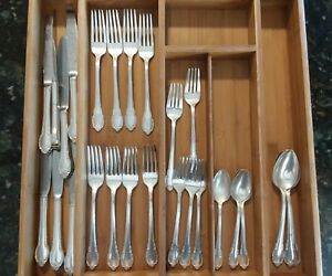 1847 Rogers Bros International Silver Silverplate Flatware Remembrance 28 Pc