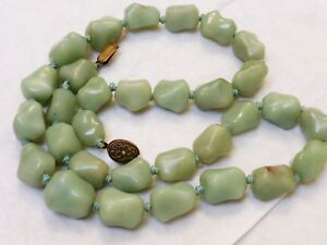 Chinese Vintage Green Jade Bead Necklace Silver Clasp 157 Grams