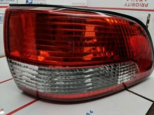 2001 2002 2003 Toyota Sienna Passenger Side Outer Quarter Tail Light Tail Lamp