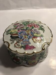 Fine Old Chinese Porcelain Famille Rose Seal Paste Box Qianlong Mark Perfect