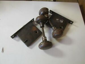 Lot Of 4 Antique Vintage Door Knobs And Locks Metal Architectural Collectable
