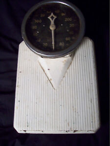 Early 1900s Antique Cast Iron Detecto Low Boy 300 Pound Bathroom Scale