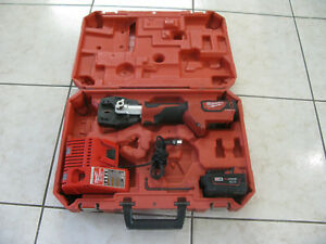 Milwaukee 2672 M18 18 volt Force Logic Cable Cutter Great Condition