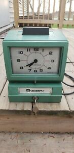 Acroprint Time Recorder Time Clock Model 125rr4 Hardly Used With Keys Works Good
