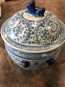 Ornate 7 1 2 Hand Painted Blue And White Oriental Porcelain Pot With Lid