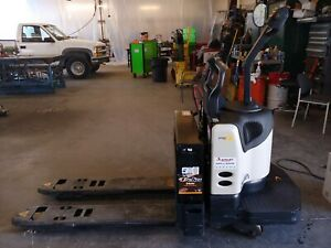 Crown Electric Forklift With Charger 7 9 Hrs