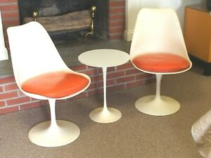 Saarinen 1950s Modern Tulip Chairs And Table Knoll