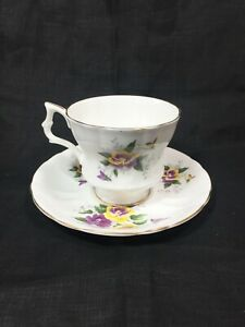 Vintage Royal Windsor Fine Bone China England Tea Cup And Saucer Flower Pattern