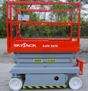 2014 Electric Scissor Lift 26 Feet Working Height genie Gs 1930 Electric Lift