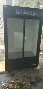 True Gdm 41 Glass Two 2 Door Beverage Merchandiser Refrigerator Cooler