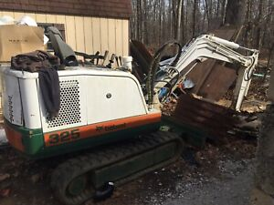 Bobcat 325 Mini Excavator Diesel Engine Rubber Tracks Dozer Blade