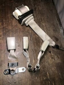 2007 Chevrolet Suburban 2nd Row Bench Center Seat Belt Gray